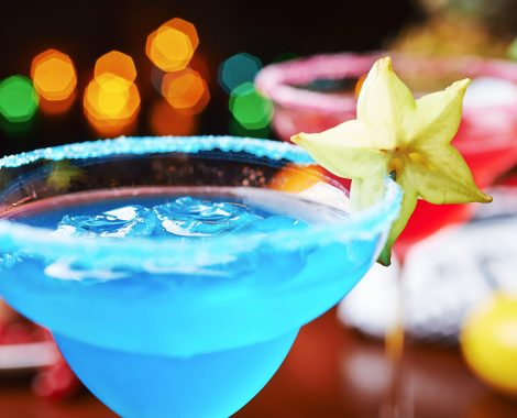 01-fun-festive-summer-cocktails-blue-lagoon-margaritas