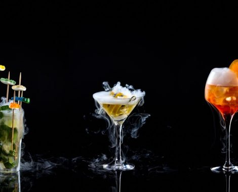 220589-trois-des-cocktails-moleculaires-du-bar-article_top-3